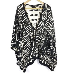Dolce Vida black and white alpaca poncho